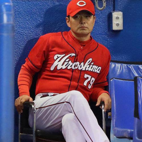 ベース踏み忘れ、バッテリーエラー、やってる野球は完全にBクラス。新井さんも泣いているよ。